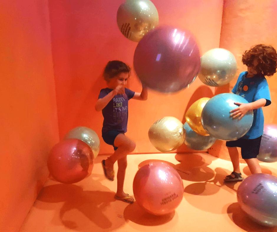 ילדים שמחים בניו יורק
