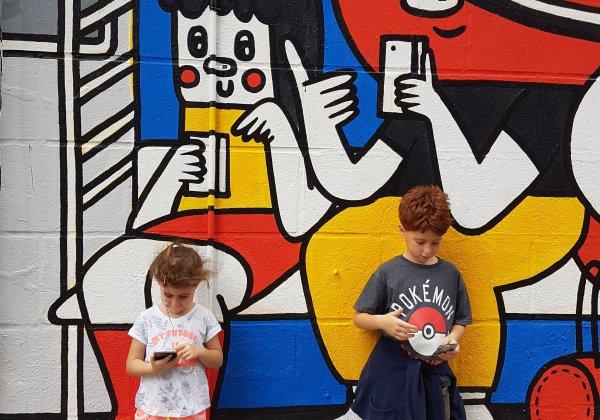 סיור עירוני ללואר איסט סייד עם ילדים: VR, ממתקים, גראפיטי, פיצה וצ׳אינטאון.