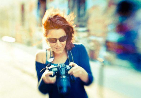 סיון אסקיו | מצלמת וכובשת את העיר והעולם.